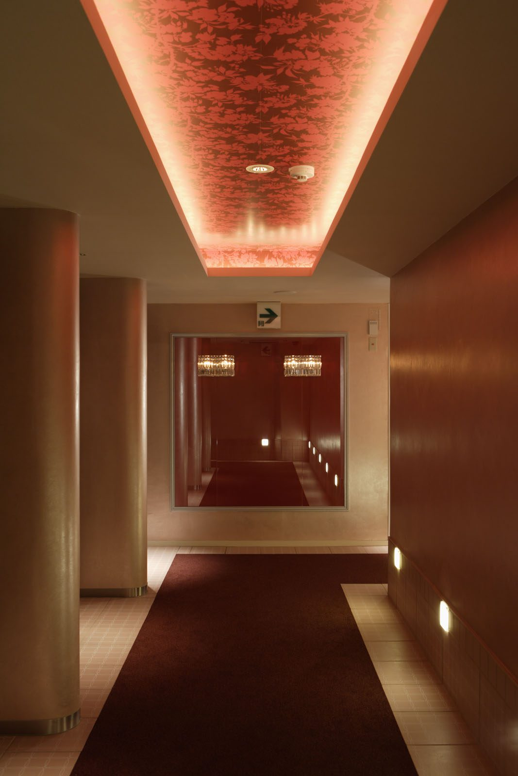 HOTEL-THE SCENE
